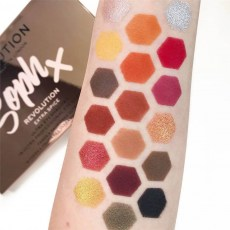 makeup-revolution-x-soph-eyeshad2