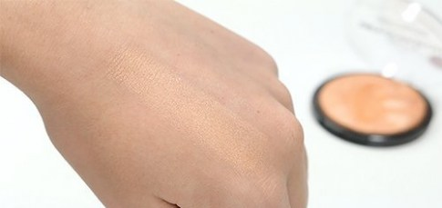 technic-technic-get-gorgeous-peach-candy-highlight-swatch